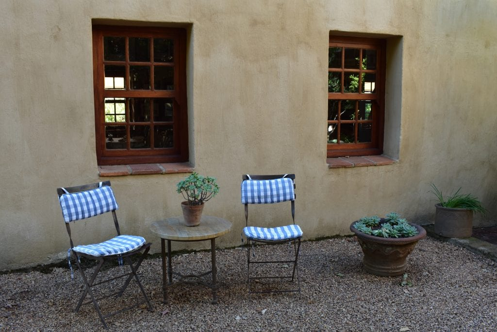 cafe-bon-bon-courtyard