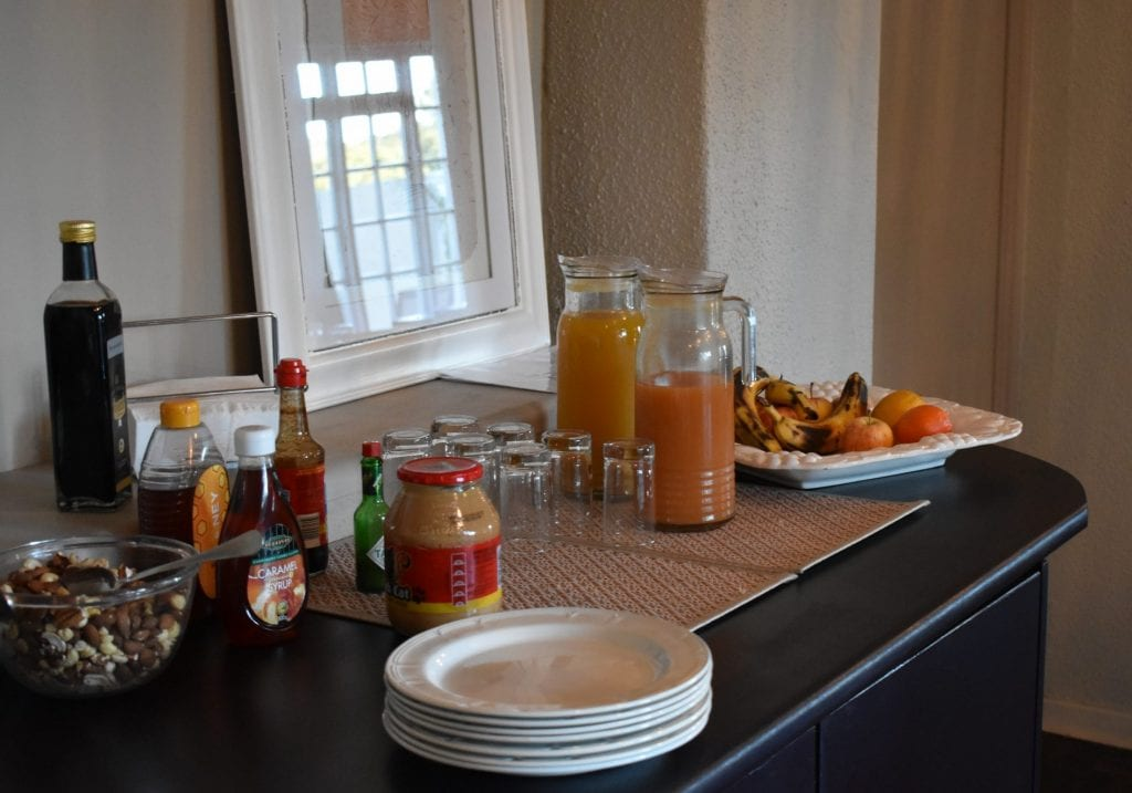 breakfast-buffet-le-petit-chateau