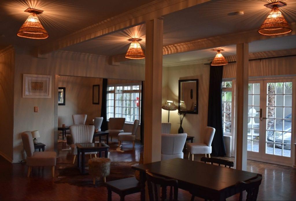 breakfast-le-petit-chateau-guest-house