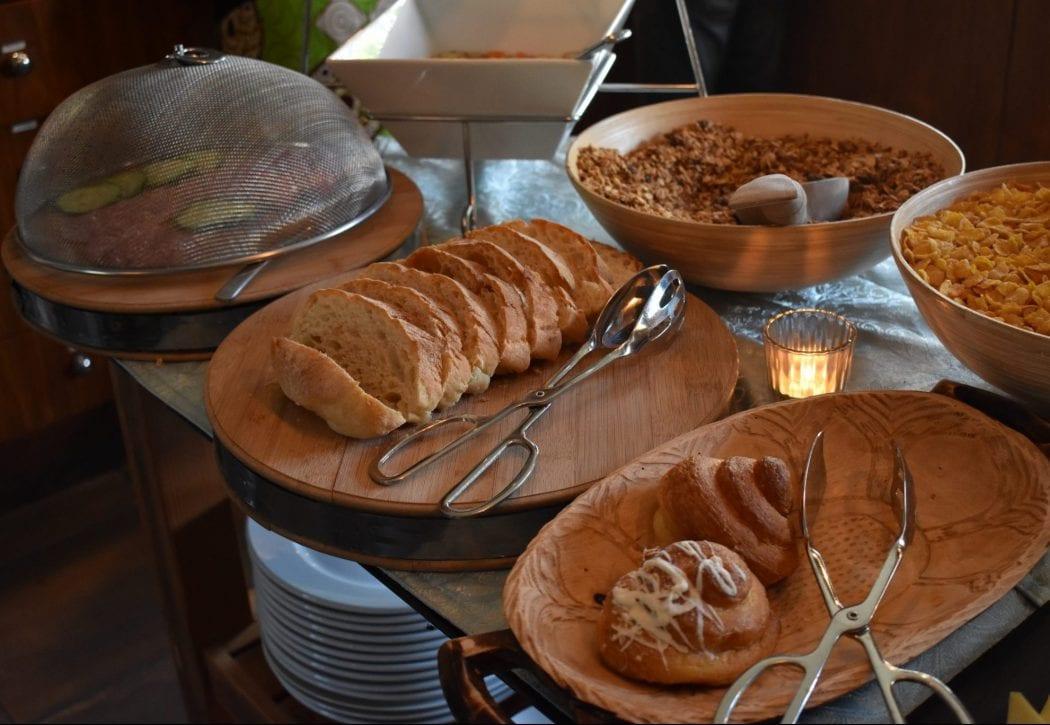 molo-lolo-lodge-breakfast-buffet