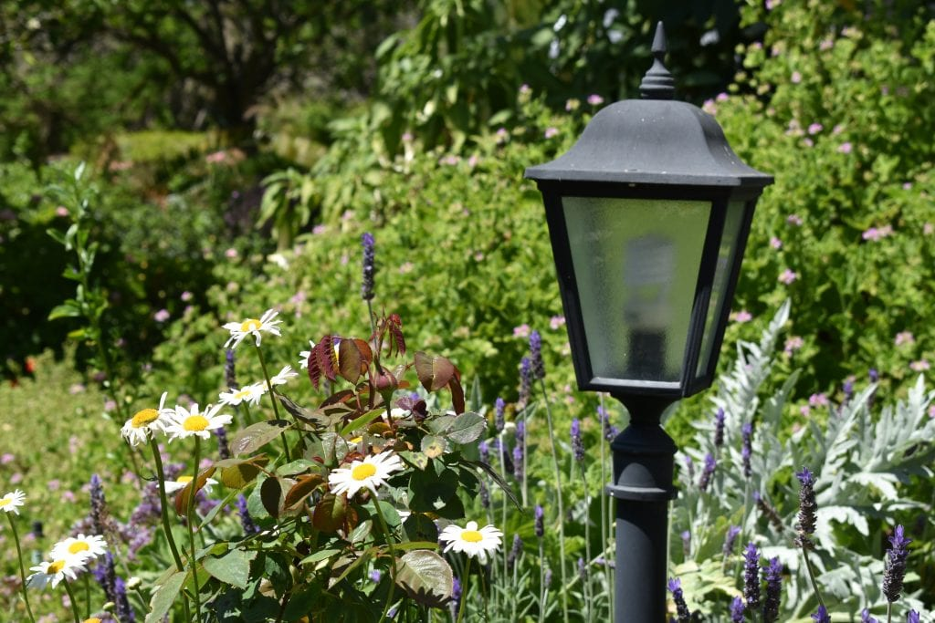 avondale-garden-lamp-post