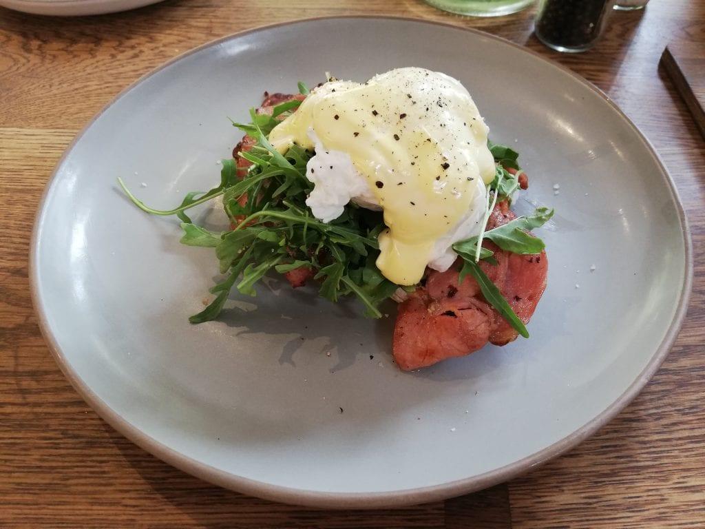 eggs-benedict-breakfast-bellville