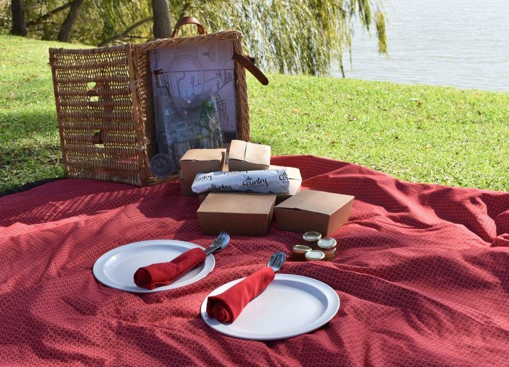 special-date-ideas-western-cape-picnic-mont-rochelle-wine-estate