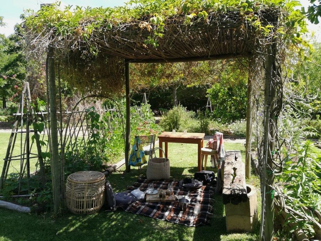 picnic-spread-the-table-at-de-meye