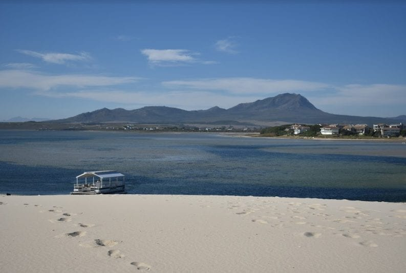 pontoon-cruise-benguela-cove-lagoon-wine-estate
