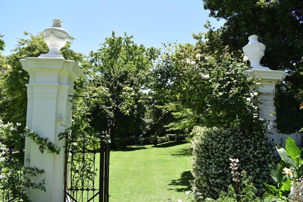 stellenberg-open-gardens-columns
