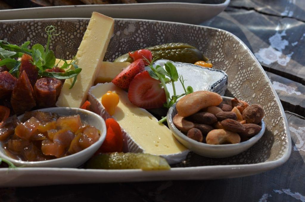 kunjani-wines-cheese-charcuterie-platter