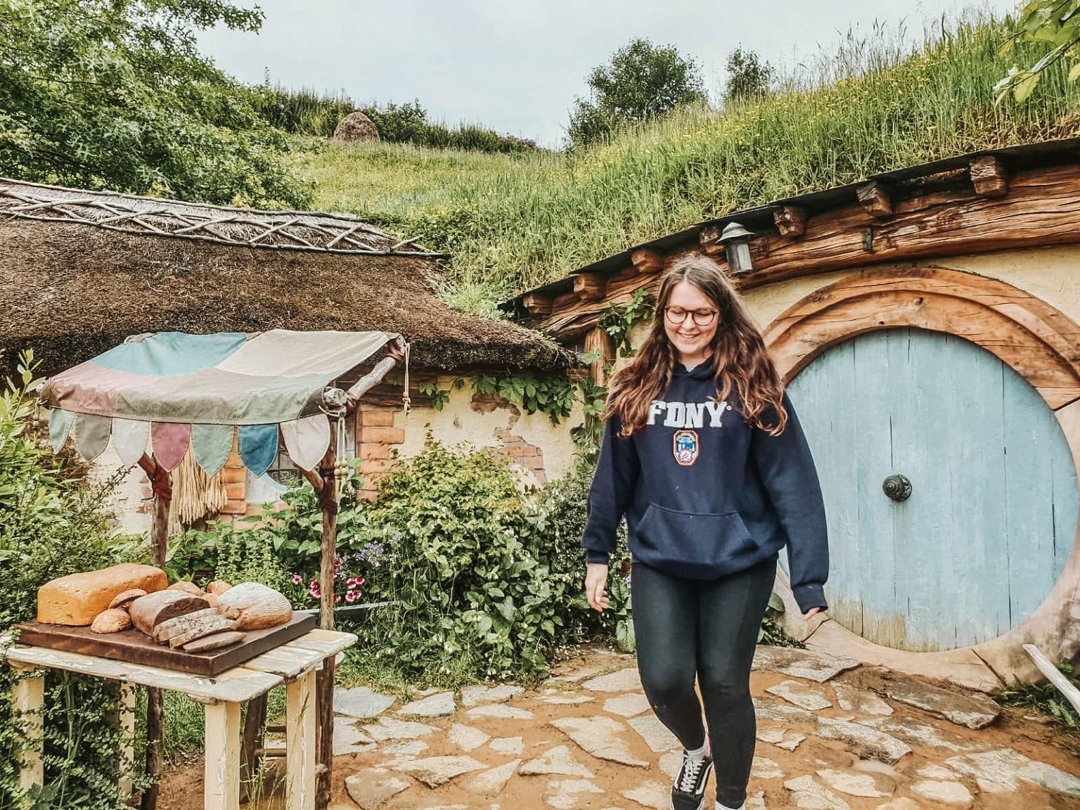 lana-travels-hobbiton-new-zealand
