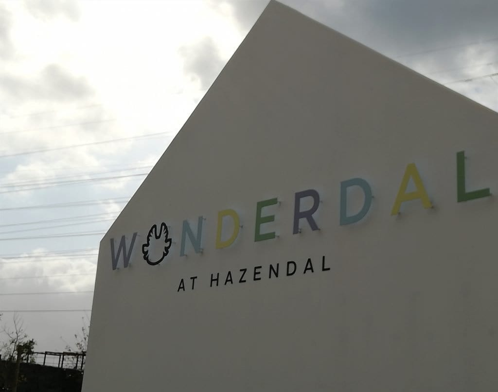 hazendal-wonderdal-colourful-sign