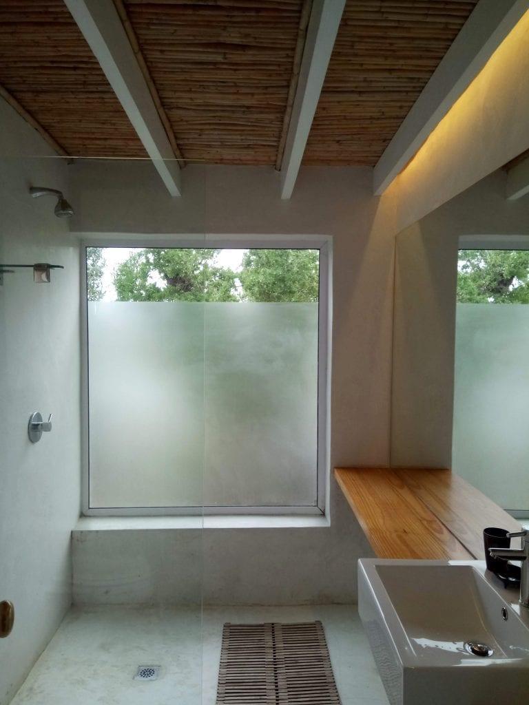 khwa-ttu-farm-cottage-bathroom