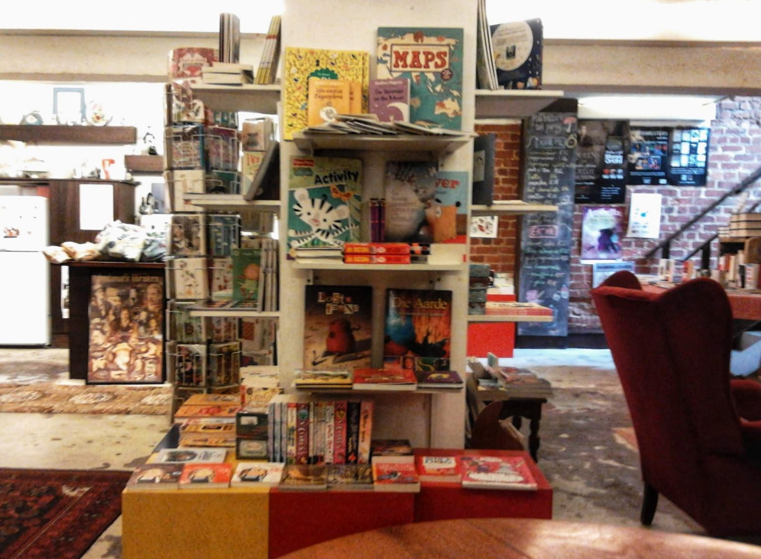 solo-travel-the-book-lounge