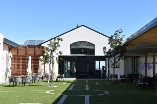 benguela-cove-lagoon-wine-estate-courtyard